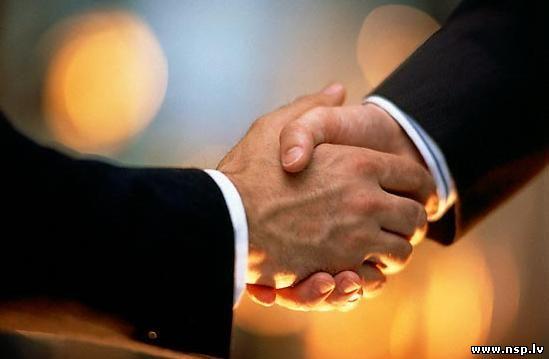 Партнерские Программы - Что такое Партнерки и Инфопродукты? Заработок в Интернете Заработать в Интернет Рукопожатие Бизнес Мен Партнерство Сотрудничество Руки Соглашение Согласие
