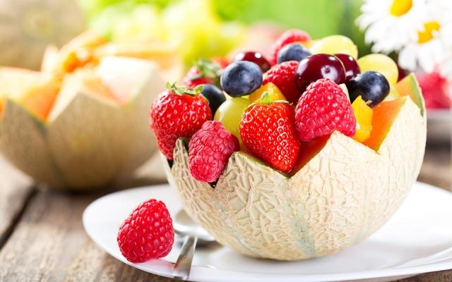 Антиоксиданты в продуктах питания - фрукты и овощи богатые антиоксидантами Продукты Содержащие Много Природных Сильных Мощных Антиоксидантов Виноград Малина Клубника Черника Вишни Дыня Фруктовый Салат Витаминный Натуральные Витамины