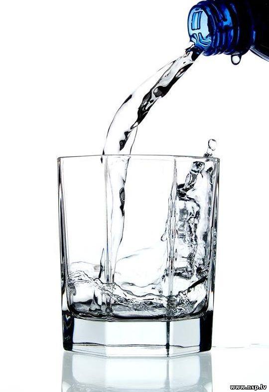 Вода - Роль воды Сколько надо пить воды как и какую H2O Стакан Воды Жидкость Капля Брызги Мокрый Струя Прозрачная Вода Голубая